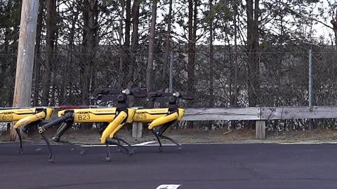 四本足のロボット01