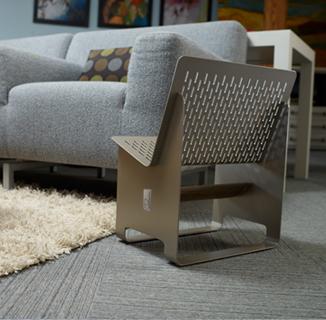 椅子のようなカバン置き01