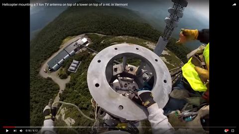 鉄塔にアンテナを立てる02