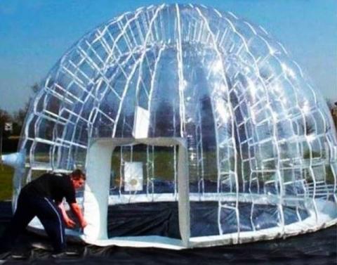 空気でふくらむテント01