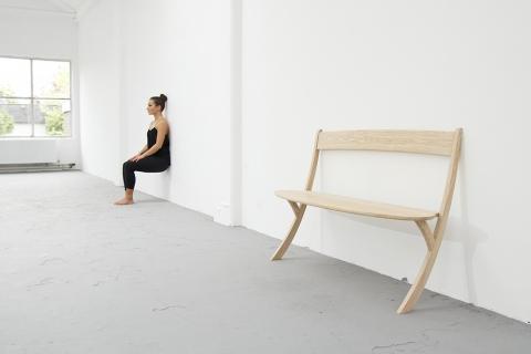 壁に立てかける椅子01