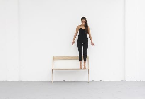 壁に立てかける椅子03