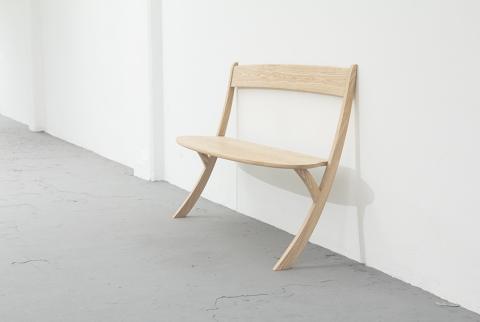 壁に立てかける椅子04