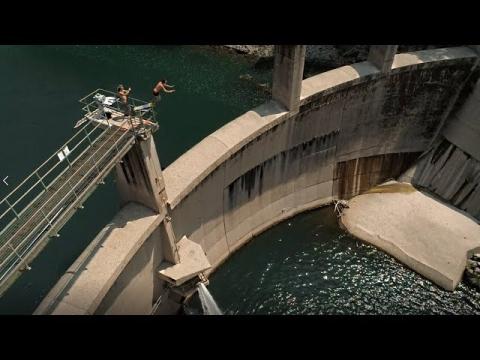ダムに飛び込む01