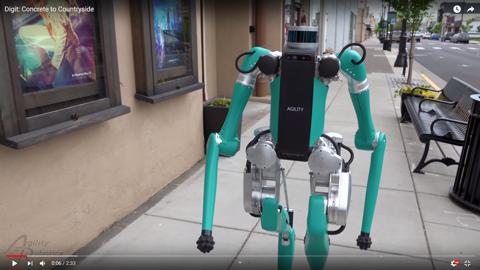 二足歩行のロボット03