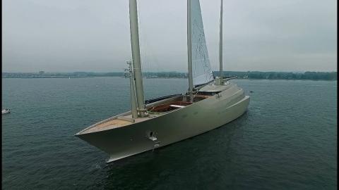巨大すぎるヨット01