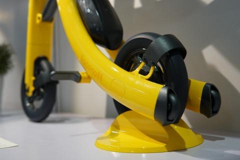 バナナのようなスクーター10