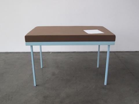 机で寝たい人のための机01