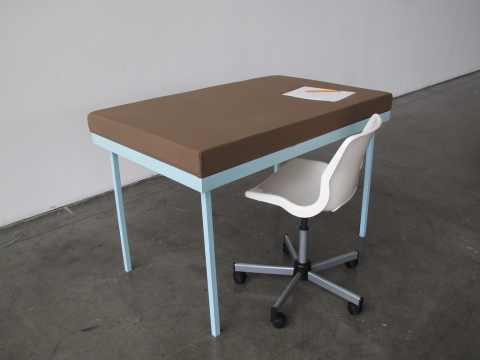 机で寝たい人のための机02