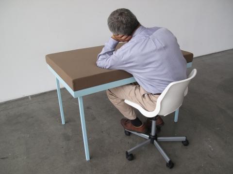 机で寝たい人のための机04