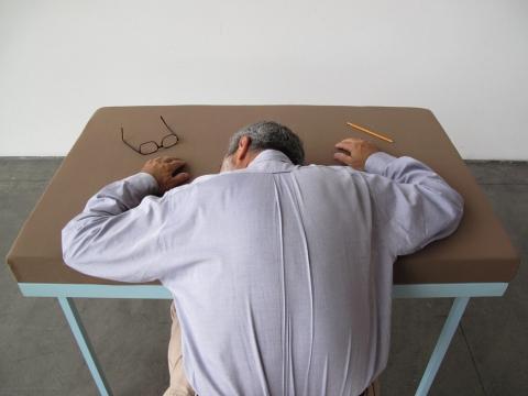 机で寝たい人のための机06