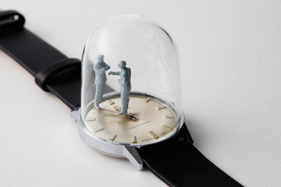 腕時計の針に!小さな彫刻がしてある時計!!