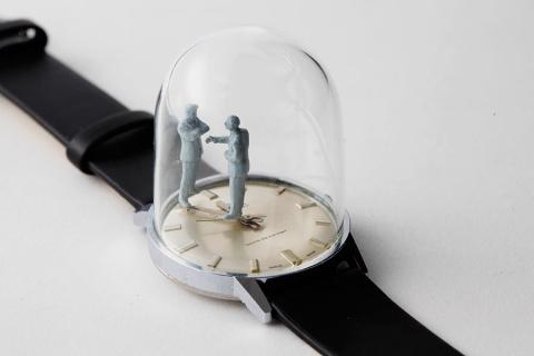 時計の針に彫刻01