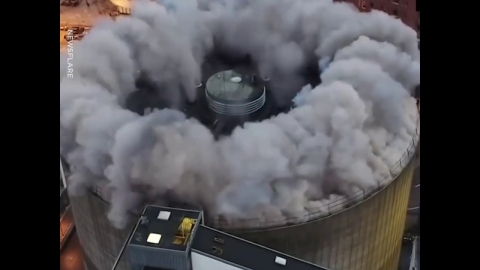 屋根を吹き飛ばす01