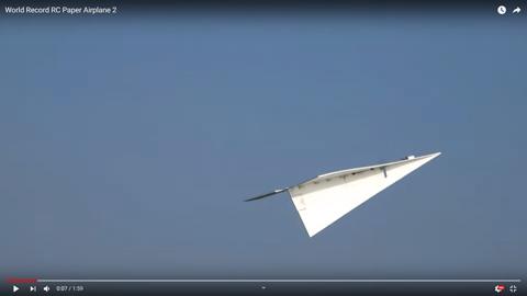 紙飛行機の型のラジコン02