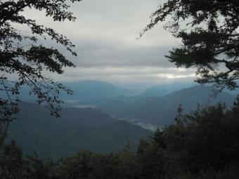 山頂から富士吉田方面181014