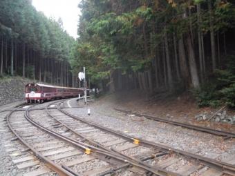 閑蔵駅 電車が移っている方向に向かう181104