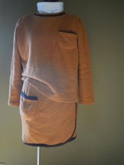 裏起毛ニットセーターとオバースカート181110