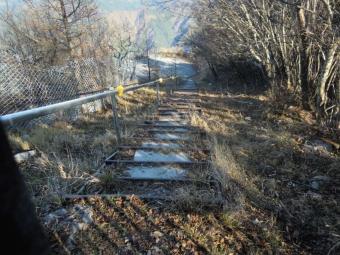 採掘場への階段181117