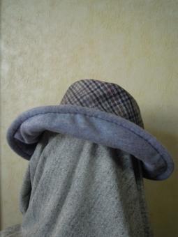 チェック帽子181130
