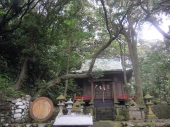港そばの神社190707