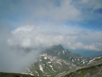 雄山への急な登りごろから視界が悪くなってくる190726