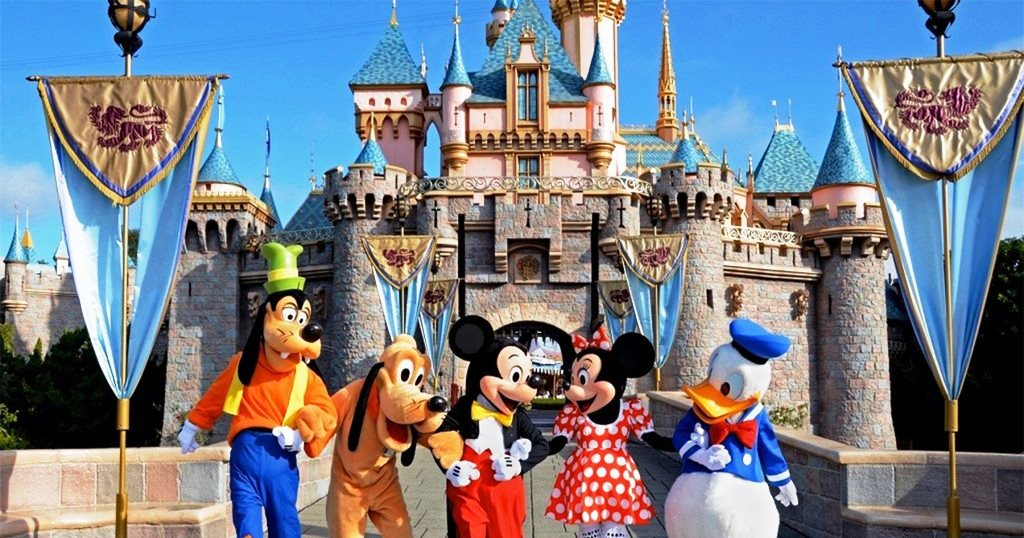 Tokyo_Disneyland_2_1024x1024.jpg