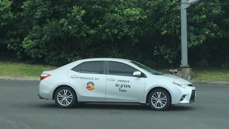 グアムの定員4人乗りタクシー