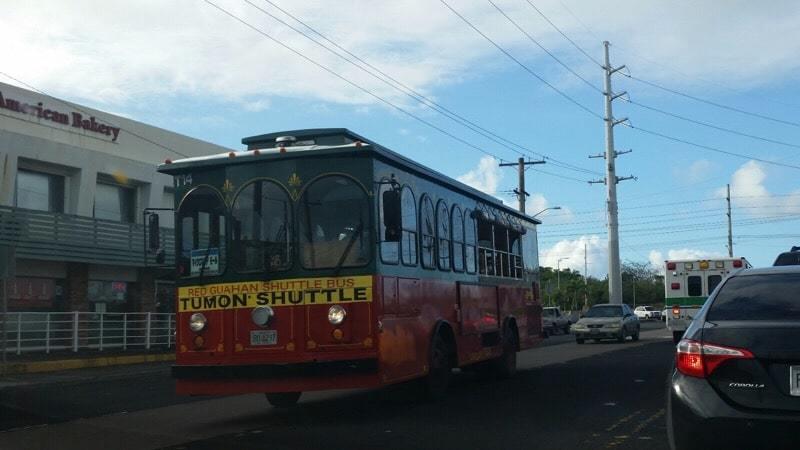 グアム 赤いシャトルバス トロリー
