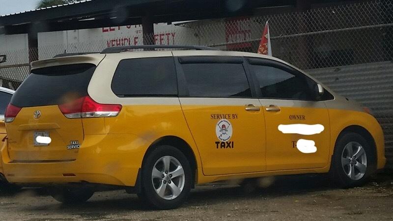 グアムの定員7人乗りタクシー