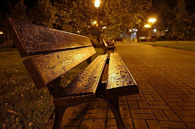 bench-2525080_640.jpg