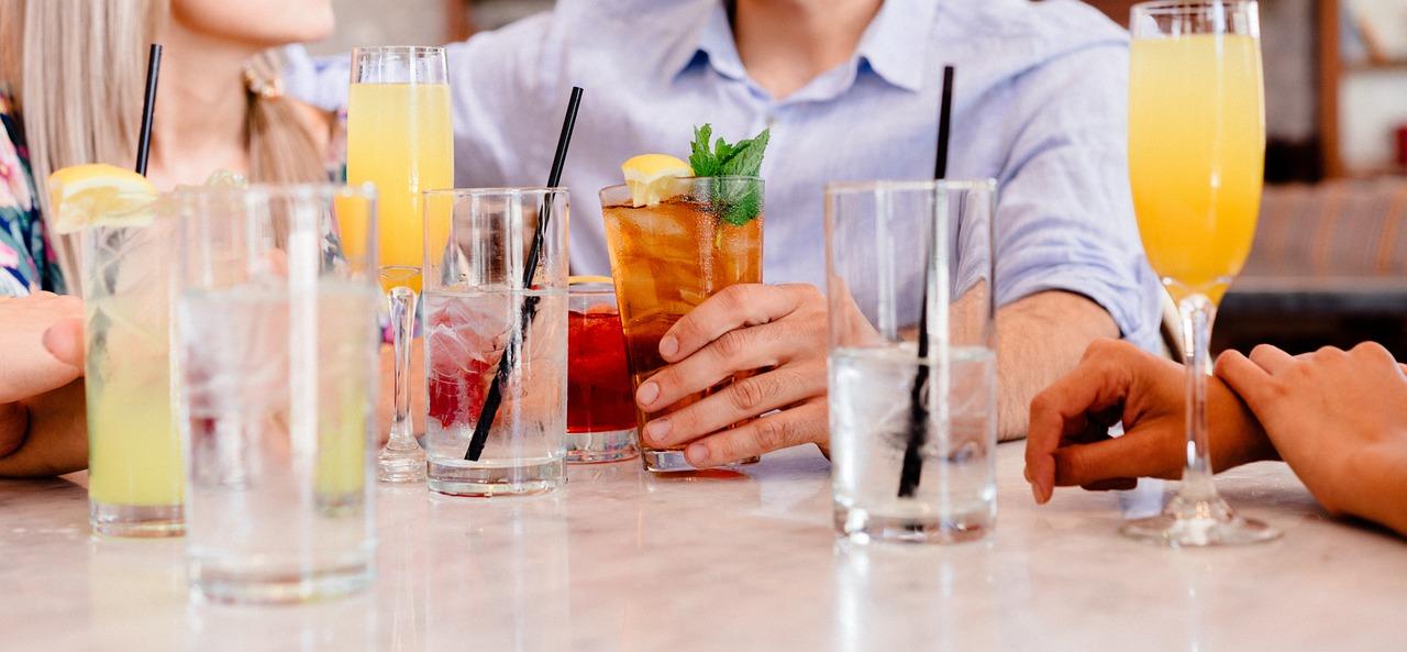 cocktails-1149171_1280.jpg