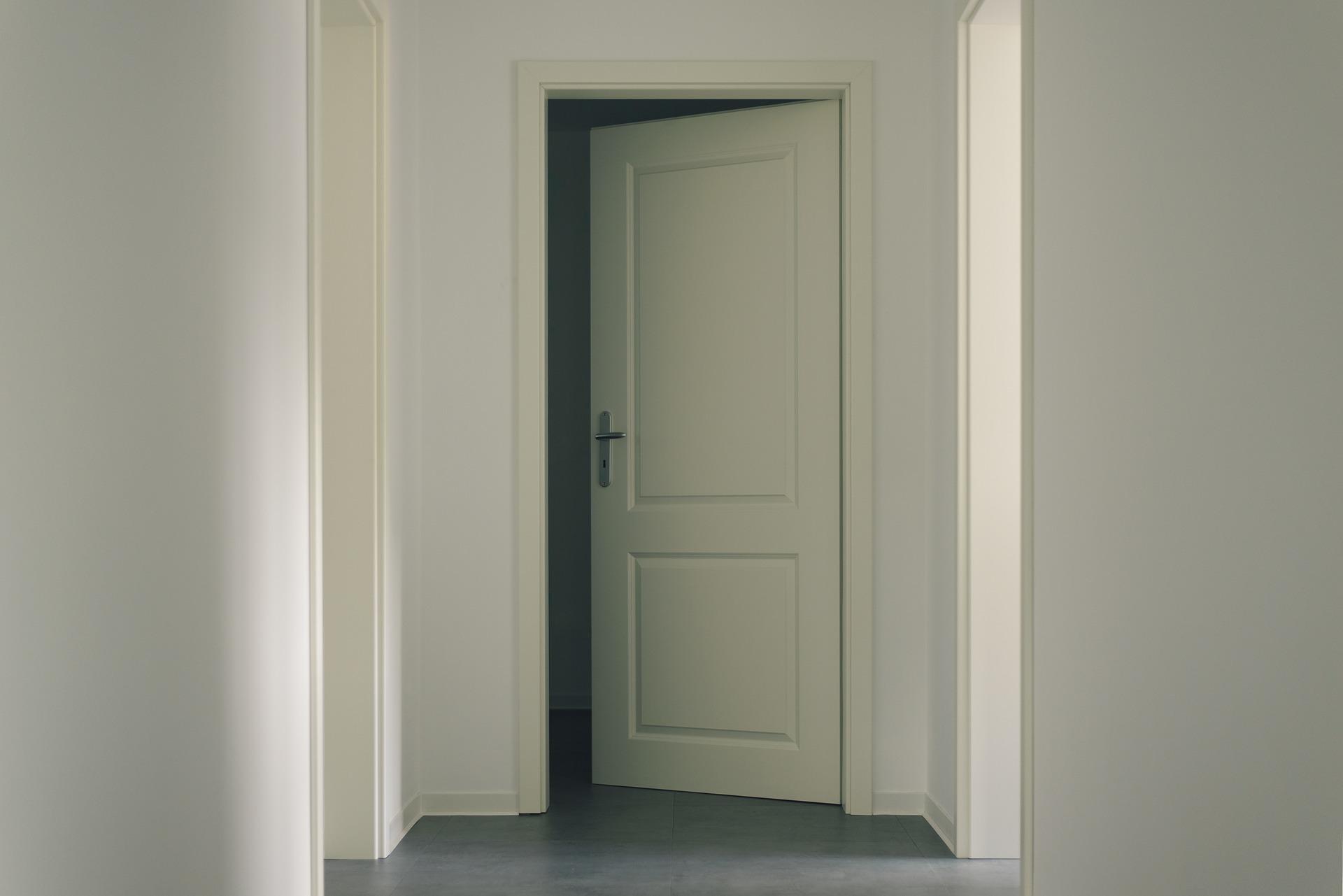 door-3036579_1920.jpg