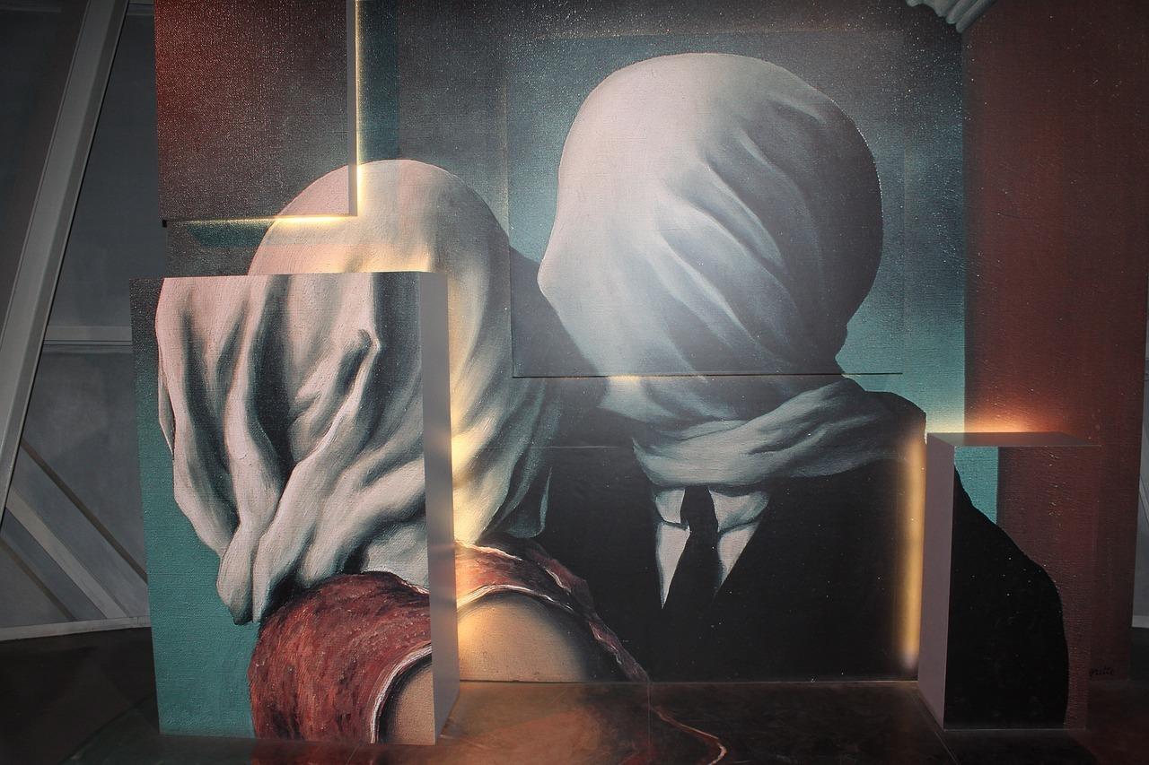 magritte-3622130_1280.jpg