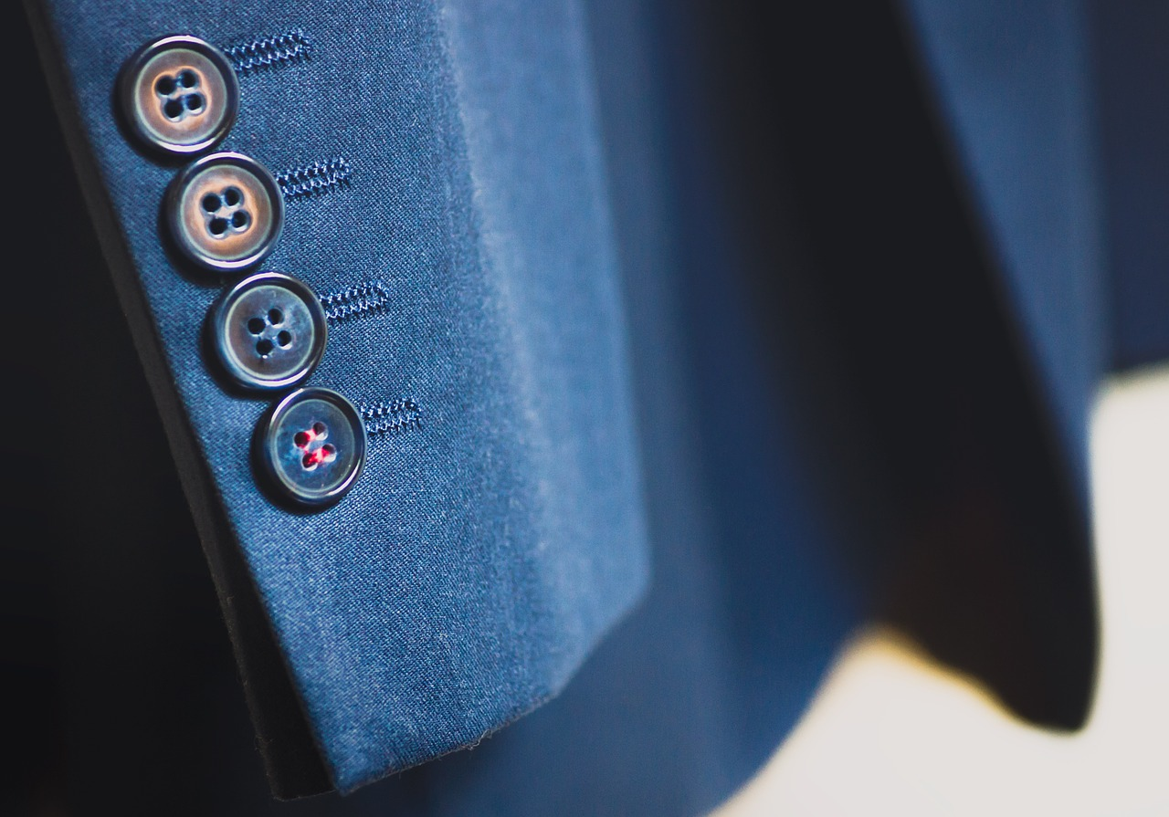 suit-926510_1280.jpg