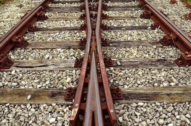 track-2906667_640.jpg