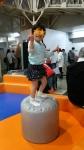 空気圧の椅子で体幹を鍛える