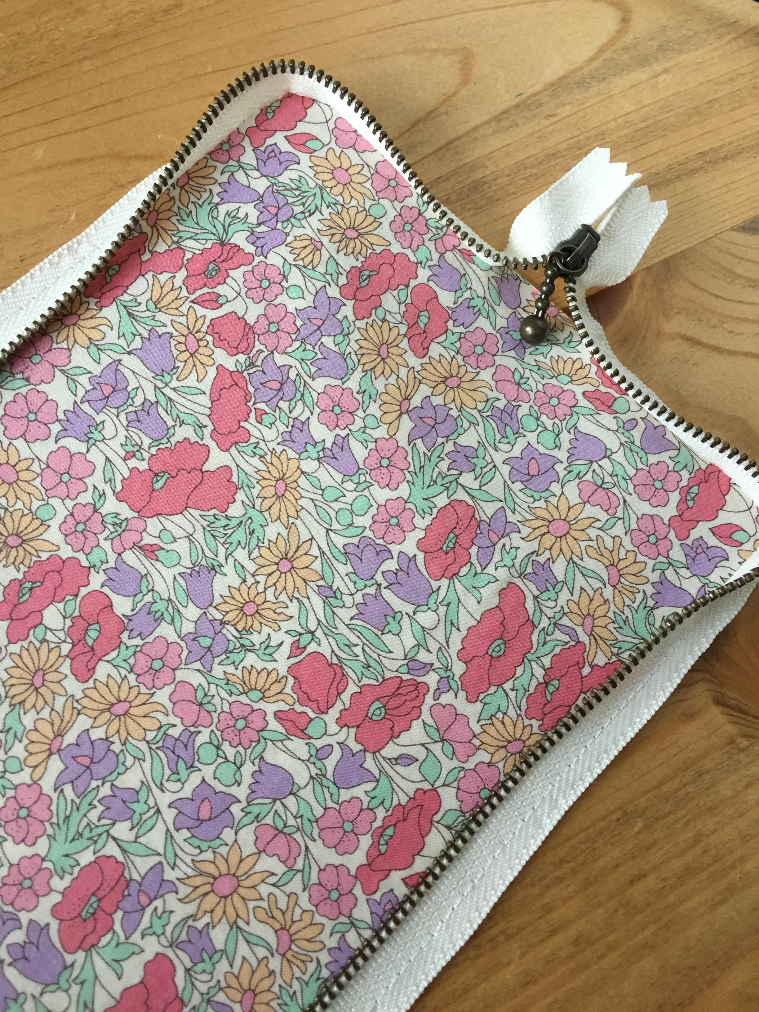 長財布製作日記その2・カーブのきつい箇所は針目を小さくして。