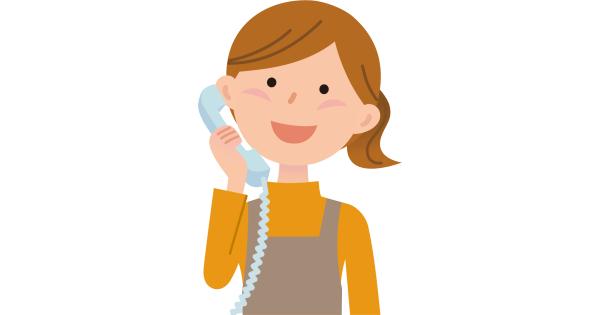 電話で話をしているお母さん