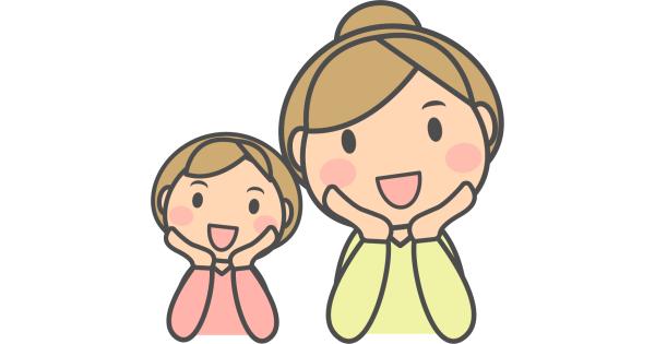 微笑んでいるお母さんと女の子