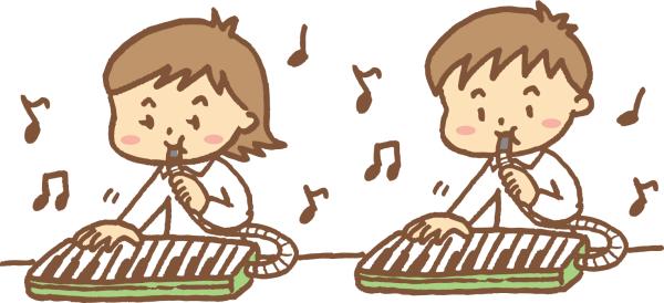 鍵盤ハーモニカを弾いている小学生