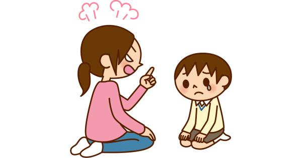 カンカンに怒って、子供を叱っているお母さん