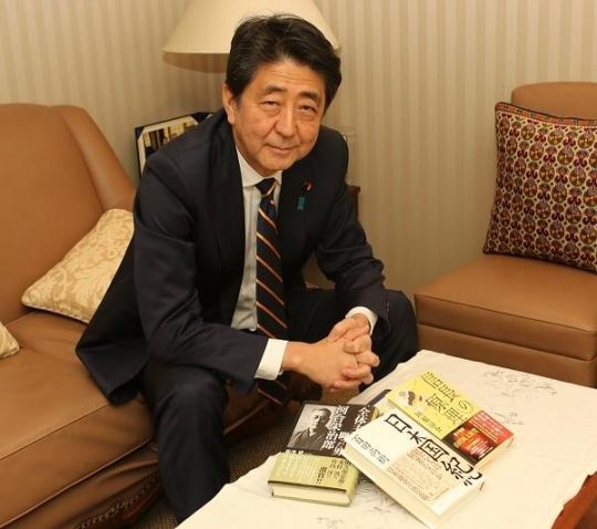 安倍首相「年末年始は読書とゆっくり栄養補給したい」購入された三冊がこちら