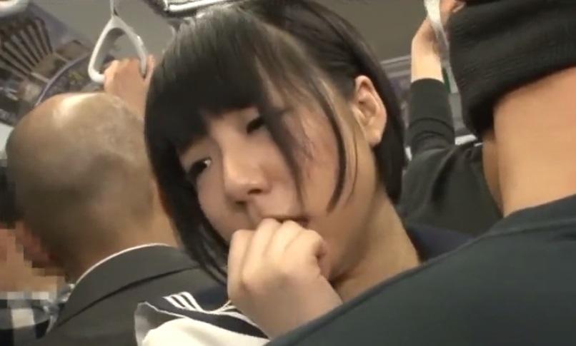 満員電車でちかんされる女子校生