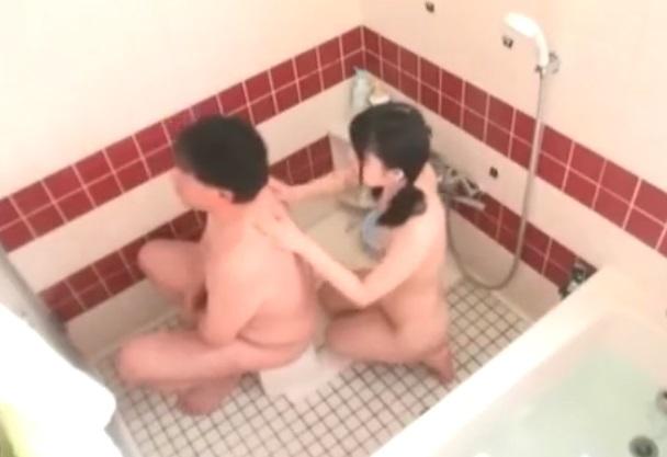 娘に背中を洗ってもらい・・・
