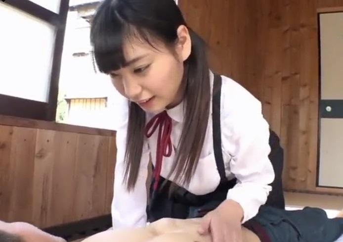 吊りスカートの女子校生