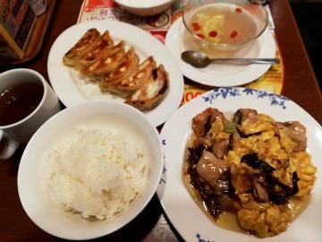 すかいらーく 豚肉ときくらげの卵炒め01 1904 201812