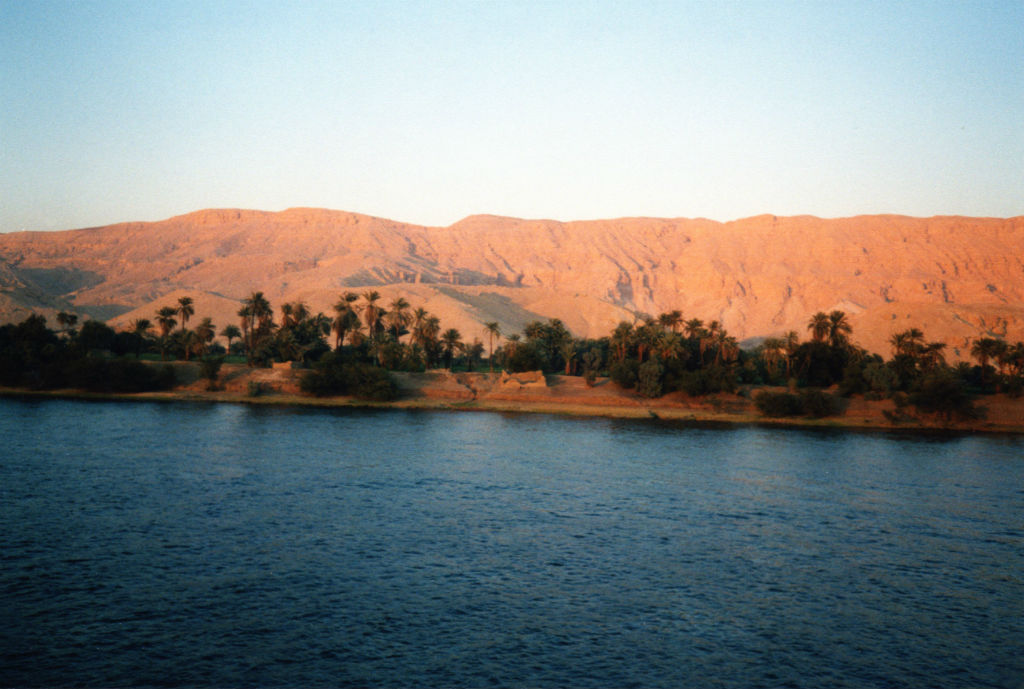 Nile_02_Valley_of_the_Kings_as_seen_from_the_River_Nile.jpg