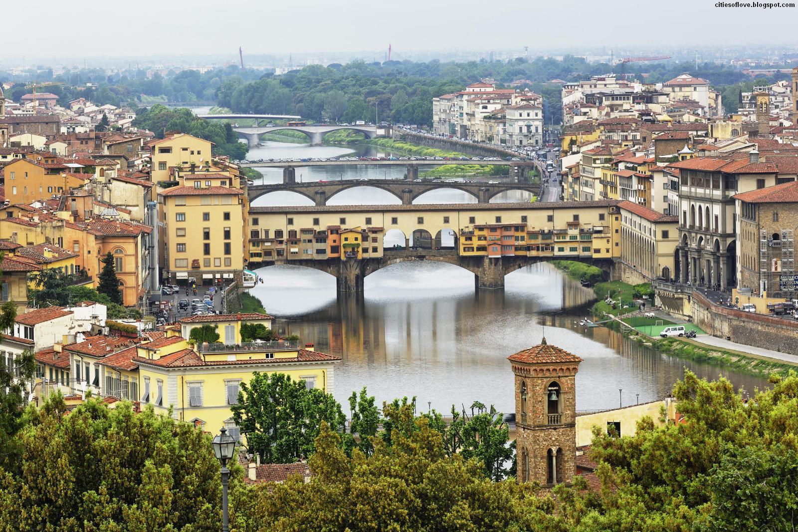 Ponte_Vecchio_Arno_River_in_Florence_Italy_daytime.jpg
