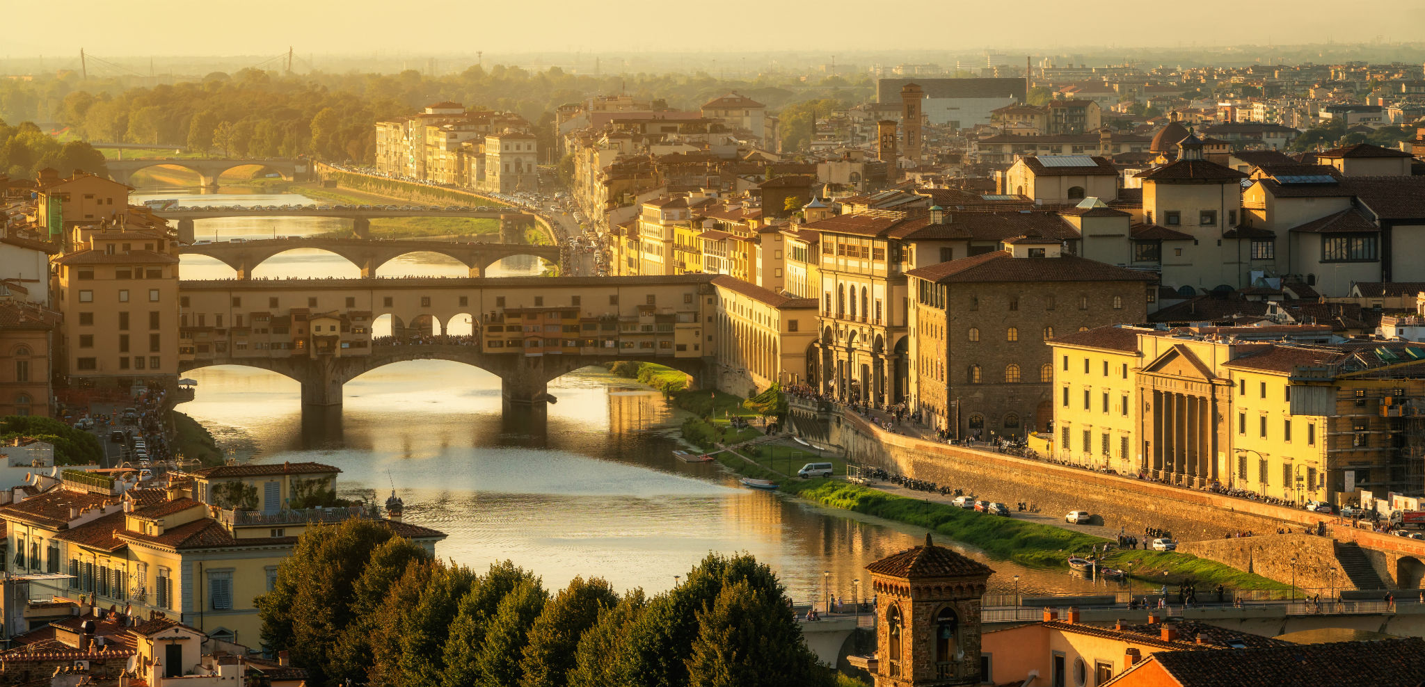 Ponte_Vecchio_Arno_River_in_Florence_Italy_evening.jpg